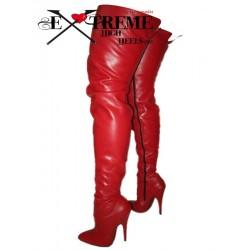 Oberschenkelhohe Stiefel aus Leder mit hohen Absätzen in großen Größen