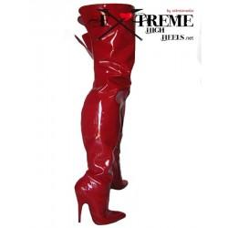 Oberschenkelhohe Stiefel aus Leder mit hohen Absätzen in extra großen Größen